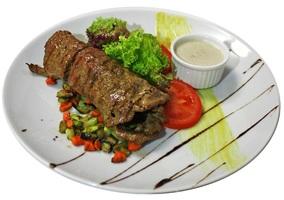 Паярд с телятиной, овощным рататуем и грибным соусом