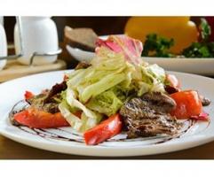 Салат «Теплый с телятиной и французским соусом»