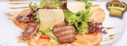 Теплый салат с телятиной и пармезаном