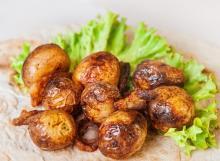 Картофель на мангале с салом