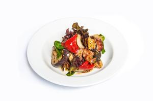 Салат Теплый Говядина с овощами гриль