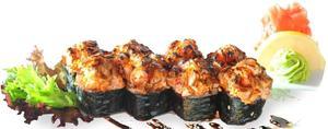 Теплий рол з лососем-фламбе